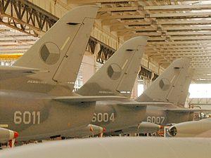 Podzvukové bitevníky L 159 stojí v hangárech Aera Vodochody. Jejich údržba stojí miliony korun měsíčně.